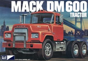 MPC Mack DM600 Tractor 1:25 Scale Model Kit