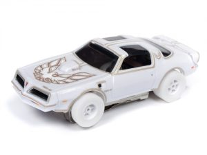 Auto World Xtraction R25 1977 Firebird Smokey and the Bandit iWheels HO Scale Slot Car