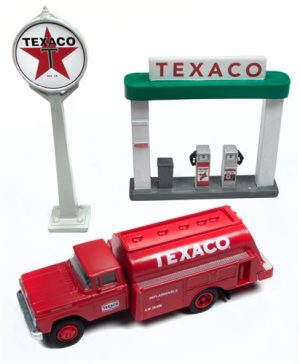 Classic Metal Works 1960 Ford Tank Truck w/Station Sign & Gas Pump Island (Texaco) 1:87 HO Scale