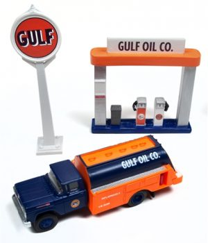Classic Metal Works 1960 Ford Tank Truck w/Station Sign & Gas Pump Island (Gulf Oil) 1:87 HO Scale