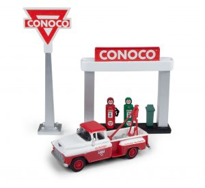 Classic Metal Works 1955 Chevy Tow Truck w/Station Sign & Gas Pump Island (Conoco) 1:87 HO Scale