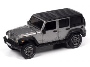 Auto World 2018 Jeep Wrangler Sahara (4-door) (Billet Silver Poly w/Flat Black Roof) 1:64 Diecast