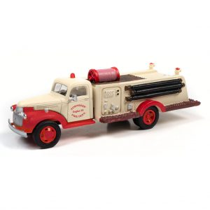 CLASSIC METAL WORKS 1941-46 CHEVY FIRE TRUCK (TOWNSHIP FIRE DEPARTMENT) 1:87 HO SCALE
