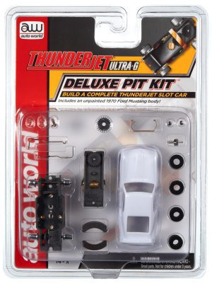 AUTO WORLD THUNDERJET DELUXE PIT KIT (W/FORD MUSTANG BODY) HO SCALE SLOT CAR
